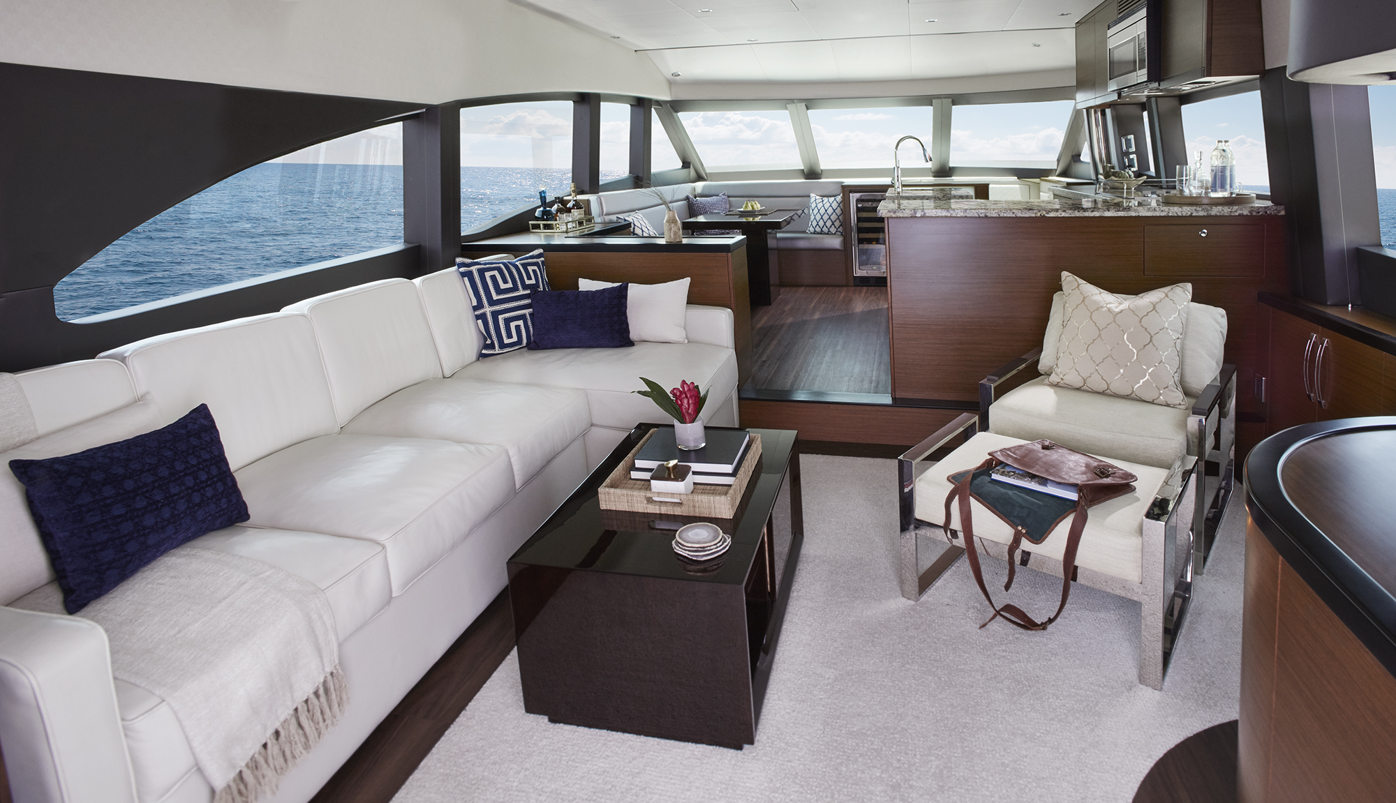 Hatteras yachts m60 for Accents 3101 salon