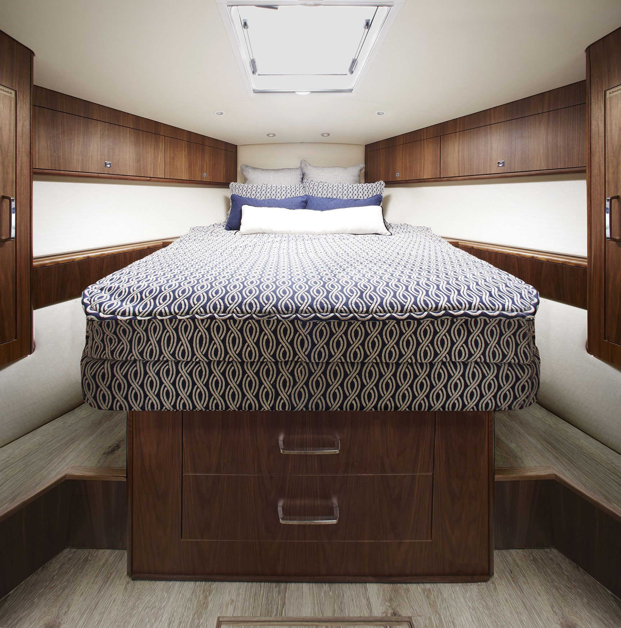 hatteras yachts gt45x with flybridge option